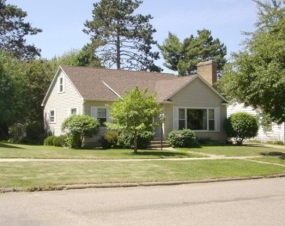 Merrill Single Family Home Active - With Offer: 1409 E 8th Street