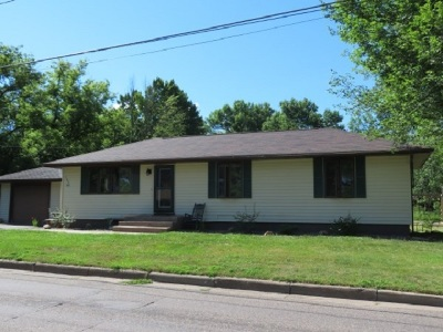 Merrill Single Family Home Active - With Offer: 303 W Riverside Avenue