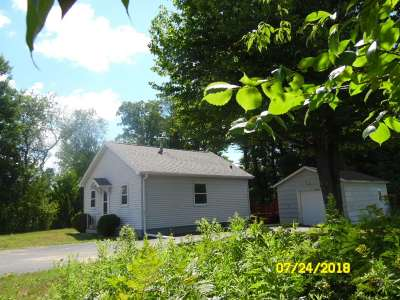 Wausau Single Family Home Active - With Offer: 555 Evergreen Road
