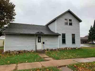 Merrill Single Family Home For Sale: 1501 1st Street
