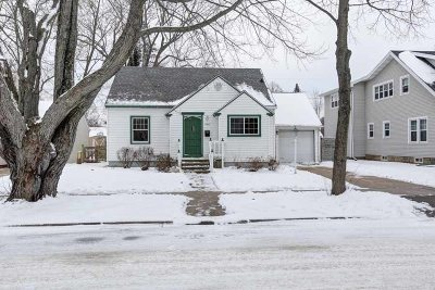 Wausau Single Family Home Active - With Offer: 2404 Midway Boulevard