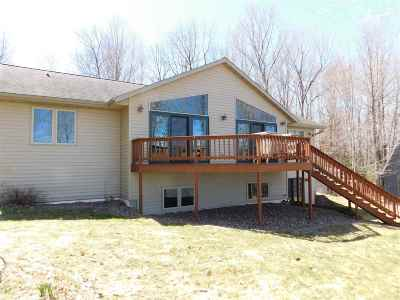 Merrill Single Family Home Active - With Offer: N2198 Rae Drive