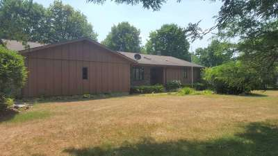 Wisconsin Rapids Single Family Home Active - With Offer: 5836 Sarah Circle