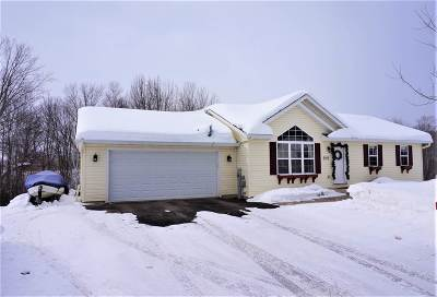 Wausau Single Family Home Active - With Offer: 2112 Meadow Brook Way