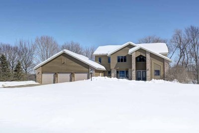 Wausau Single Family Home Active - With Offer: 2305 Crane Drive