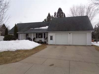 Medford WI Single Family Home Active - With Offer: $169,900