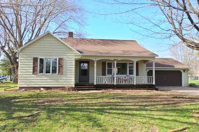 Abbotsford Single Family Home Active - With Offer: 304 W Butternut Street