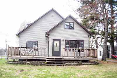 Merrill Single Family Home Active - With Offer: N2025 Sunset Drive