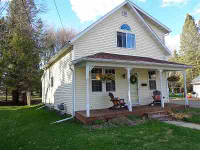Medford WI Single Family Home For Sale: $116,000