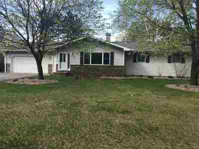 Mosinee Single Family Home Active - With Offer: 1565 Greenwood Drive