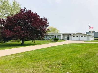 Merrill Single Family Home Active - With Offer: N1904 Oak Ridge Avenue