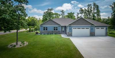Stevens Point  Single Family Home Active - With Offer: 1265 Black Bear Trail