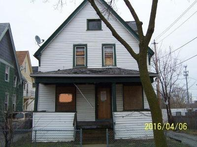 Milwaukee Single Family Home Active Contingent With Offer: 1644 N 32nd St