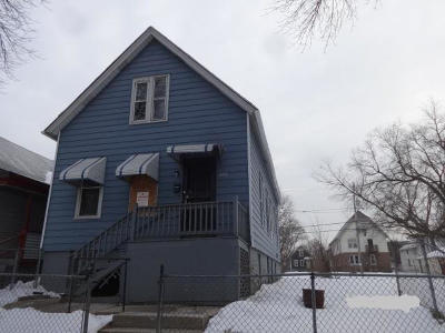 Milwaukee Single Family Home For Sale: 2524 N 16th St