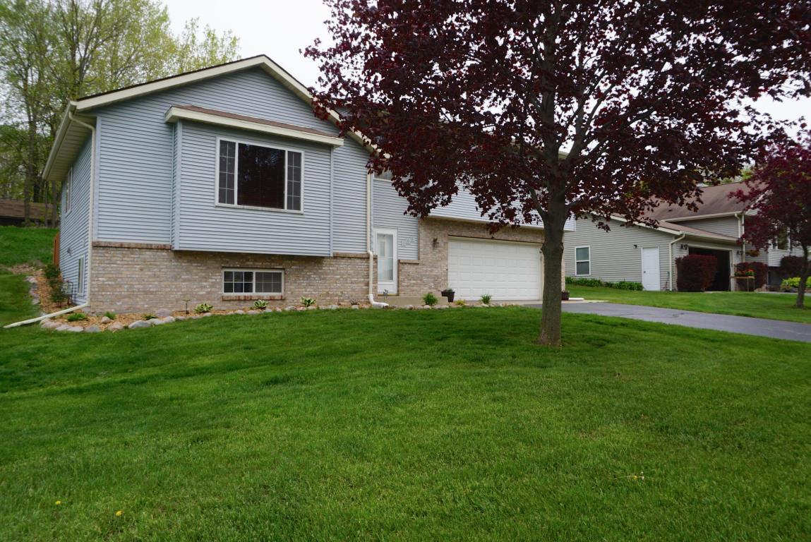 106 Manor Ct Slinger Wi Mls 1476061 Milwaukee Flat