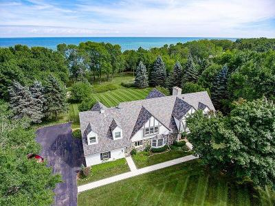 Mequon Single Family Home For Sale: 321 W Seacroft Ct