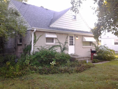 Milwaukee Single Family Home For Sale: 6706 N 54th St