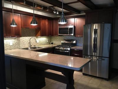Milwaukee Single Family Home For Sale: 328 E Dewey Pl