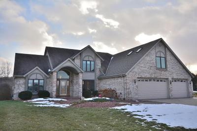 Cedarburg Single Family Home Active Contingent With Offer: 1311 Geiger Ct
