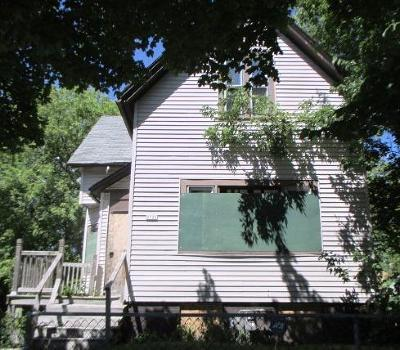 Milwaukee Single Family Home For Sale: 2521 N 20th St