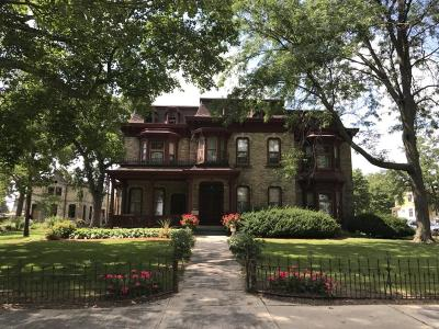 Watertown Single Family Home For Sale: 300 S Washington St
