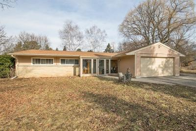 Mequon Single Family Home For Sale: 5422 W Sunnyside Dr