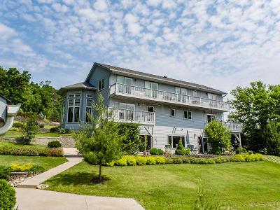 Burlington WI Single Family Home For Sale: $419,900