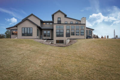 West Bend Single Family Home Active Contingent With Offer: 4555 Lime Ridge Rd