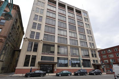 Milwaukee Condo/Townhouse Active Contingent With Offer: 320 E Buffalo St #809