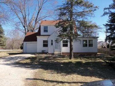 Milwaukee WI Single Family Home For Sale: $69,900