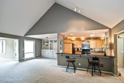 Mequon Condo/Townhouse Active Contingent With Offer: 2338 W Cumberland Ct