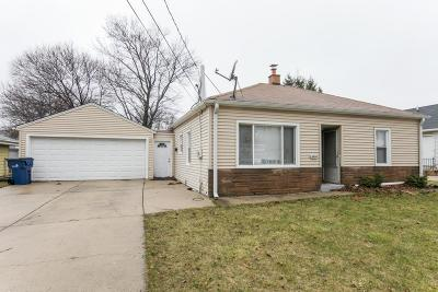 Milwaukee Single Family Home For Sale: 6653 N 42nd St