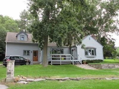 Pewaukee Single Family Home For Sale: W291n2202 Elmhurst Dr