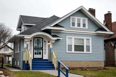 Milwaukee Single Family Home For Sale: 2619 N 46th St