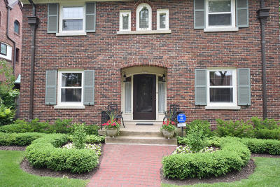 Milwaukee Single Family Home For Sale: 3475 N Summit Ave