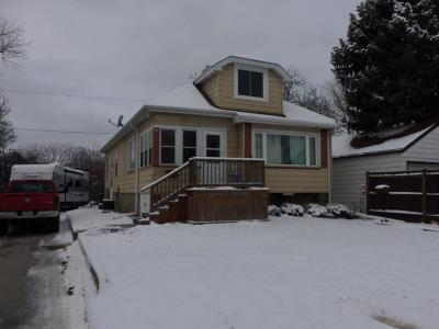 West Allis Single Family Home For Sale: 1645 S 100th St