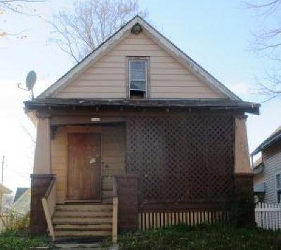Milwaukee Single Family Home For Sale: 2545 N 14th St
