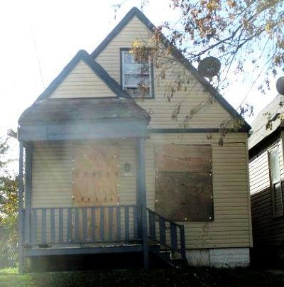 Milwaukee Single Family Home For Sale: 2313 W Brown St
