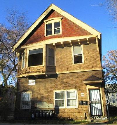 Milwaukee Multi Family Home For Sale: 1734 W Clarke St