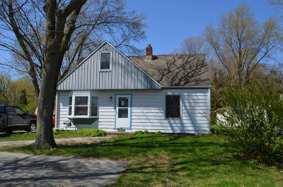 Brookfield Single Family Home Active Contingent With Offer: 975 S Calhoun Rd