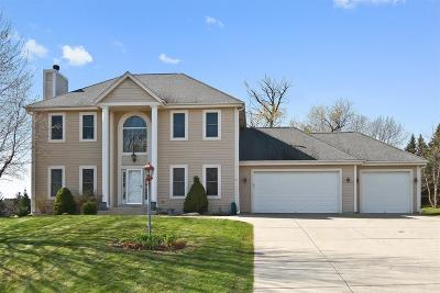Waukesha County Single Family Home For Sale: N61w12895 River Heights Ct