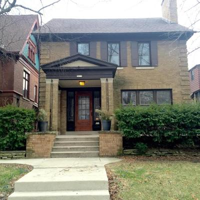 Milwaukee Single Family Home For Sale: 2411 E Newberry Blvd