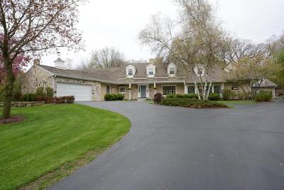 Waukesha Single Family Home For Sale: N8w29969 Woodcrest Ct