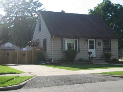Milwaukee Single Family Home For Sale: 3831 N 86th St