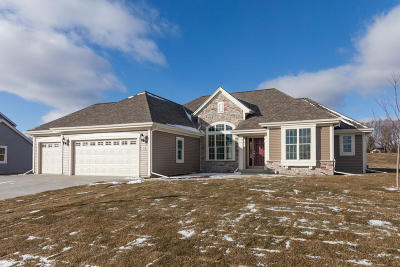 Pewaukee Single Family Home For Sale: W223n4689 Seven Oaks Dr