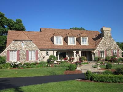 Waukesha Single Family Home For Sale: W298n731 Kings Way