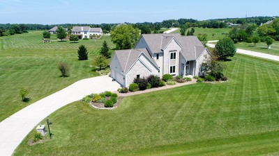 Single Family Home Active Contingent With Offer: 4758 Whitetail Cir