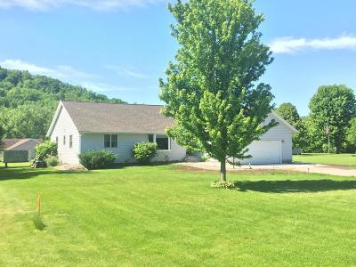 Single Family Home For Sale: W4861 Harvest Ln
