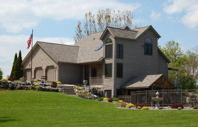 Waukesha Single Family Home For Sale: W300s1350 Brandybrook Rd