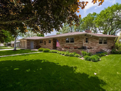 Washington County Single Family Home Active Contingent With Offer: W210n16681 Western Ave